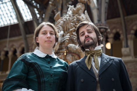 Emma Darwin (Ida Persson) and Alfred Russel Wallace (Nathan Grassi)